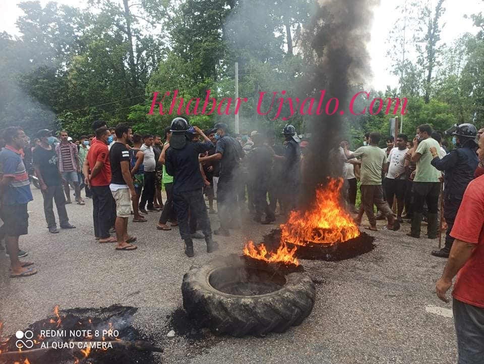 कञ्चनपुरमा एम्बुलेन्सले ठक्कर दिँदा साइकल यात्रीको मृत्यु,स्थानीयद्वारा सडक अवरुद्ध